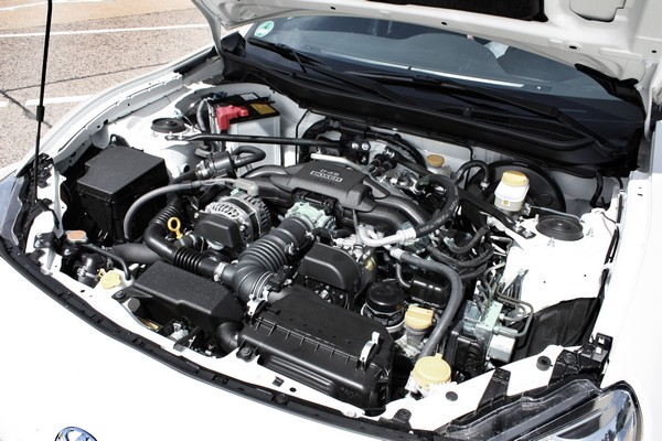 Fahrbericht: Toyota GT86. Blick in den Motorraum