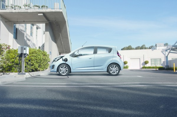 Chevrolet_Spark_EV_2013_02