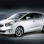Kia_Carens_2013_01