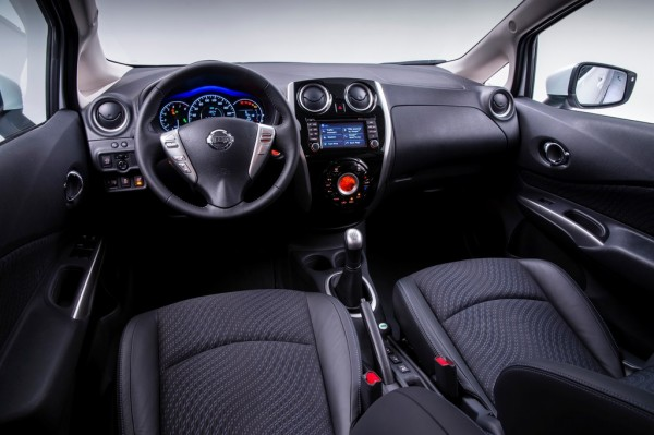 Nissan_Note_2013_01
