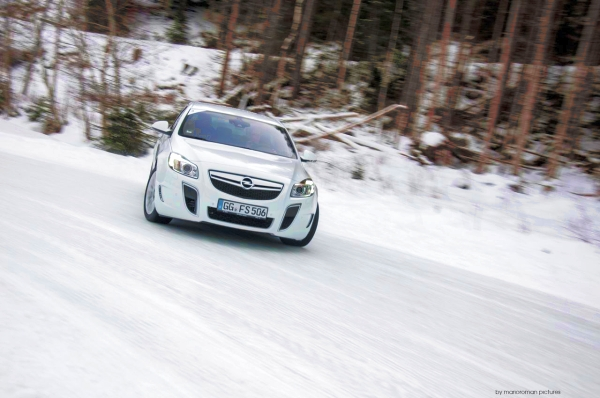 Opel-OPC-Winter-Fahrtraining-2013