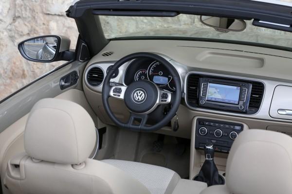 VW_Beetle_Cabriolet_2013_03
