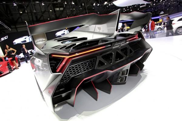 Lamborghini_Veneno_2013_02