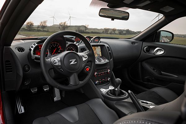 Nissan 370Z Facelift 2013-Cockpit