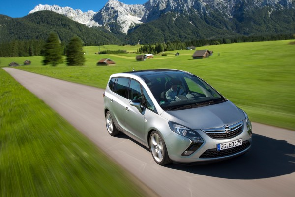 Opel-Zafira-Tourer-2013-01
