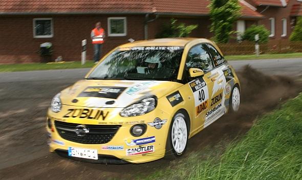 Action beim ADAC Opel Rallye-Cup: Timo Broda fährt quer (Foto: ADAC Motorsport)