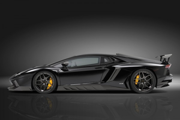 Lamborghini_Aventador_2013_03