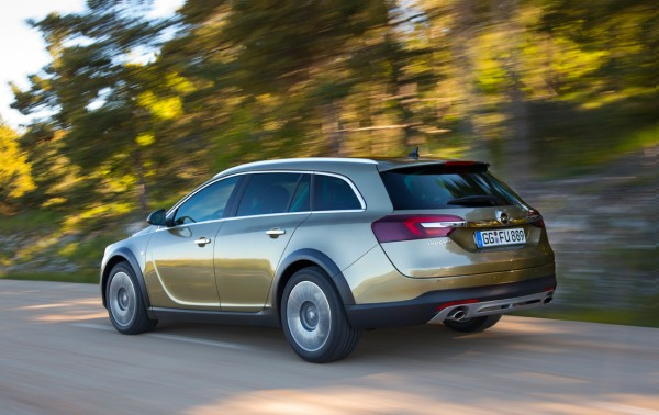 Opel-Insignia-Country-Tourer-2013_02