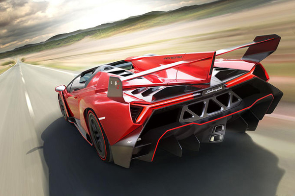 Lamborghini-Veneno-Roadster-2013-02