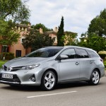 Toyota_Auris_Touring_Sports_2013_01