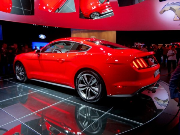 premiere ford mustang der wilde hengst bald auch in europa automobil blog. Black Bedroom Furniture Sets. Home Design Ideas