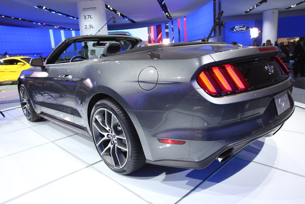 detroit 2014 neuer ford mustang. Black Bedroom Furniture Sets. Home Design Ideas