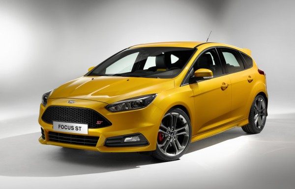 Ford_Fovus_ST_2014_01