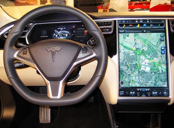Tesla-Model-S-AMI-2014-03
