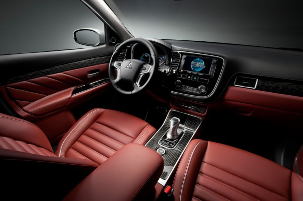 Mitsubishi Plug-in Hybrid Outlander Concept-S-2014-02