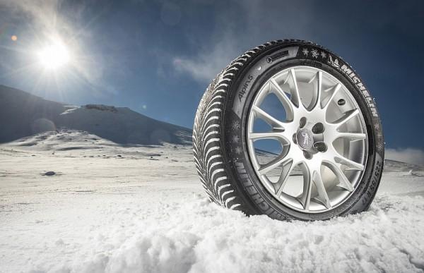 """Hier ein Michelin-Winterreifen mit der Beschiftung """"225/55 R 17"""""""