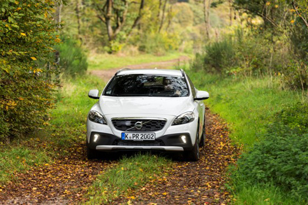 Volvo-V40-Cross-Country-T5-AWD_2014_01
