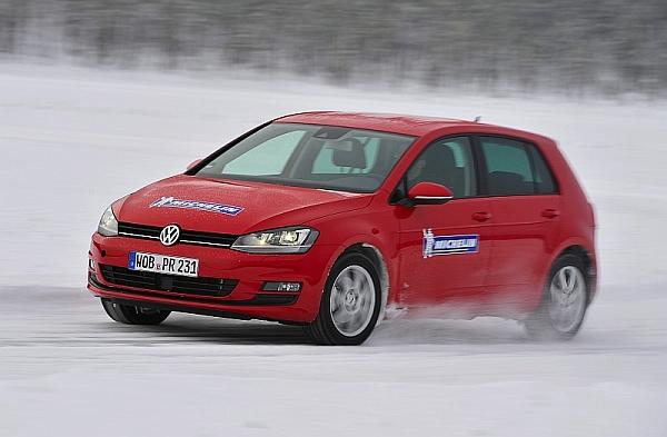 Michelin Winter Experience Sicher Autofahren im Winter VW Golf untersteuert