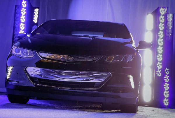 Chevrolet-Volt_2015_01