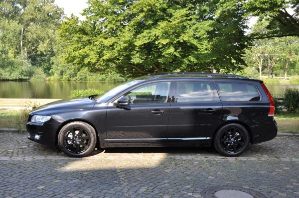 Volvo V70 Black Edition - Bild 001