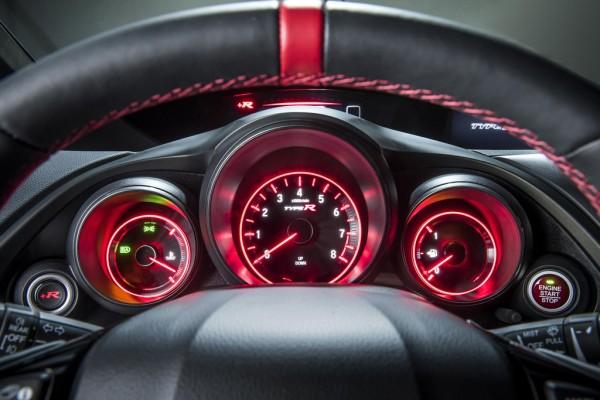 Honda_Civic_Type_R_2015_02