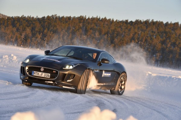 Michelin Winter Experience 2015 Moritz Nolte im Drift Jaguar F-Type 2