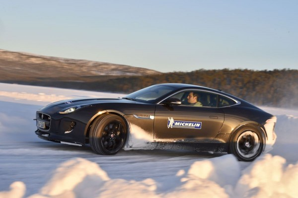 Michelin Winter Experience 2015 Moritz Nolte im Drift Jaguar F-Type 3