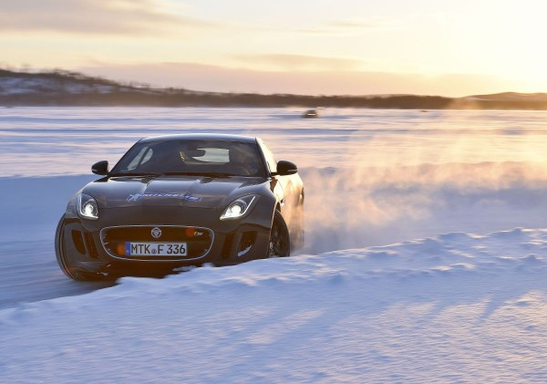 Michelin Winter Experience 2015 Moritz Nolte im Drift Jaguar F-Type