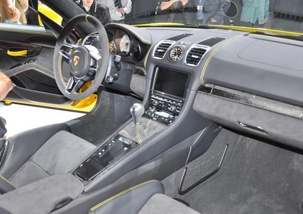 Porsche Cayman GT4 Cockpit