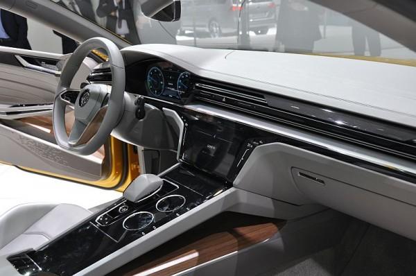 VW Sport Coupe Concept GTE Cockpit