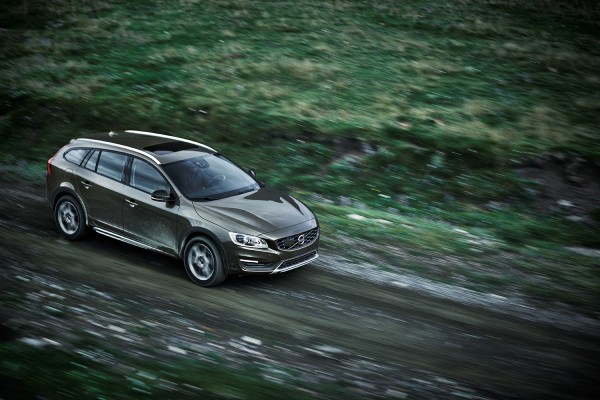 Volvo-V60-Cross-Country_2015_01