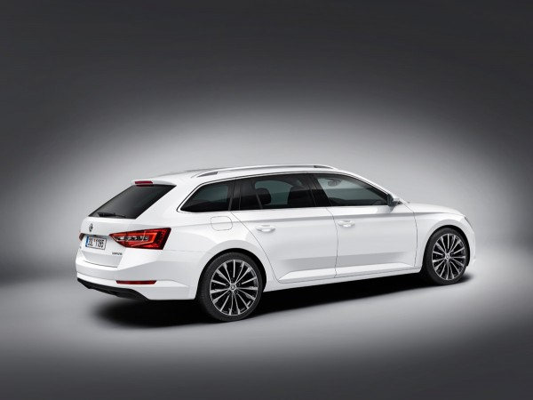 Skoda-Superb-Kombi_2015_02