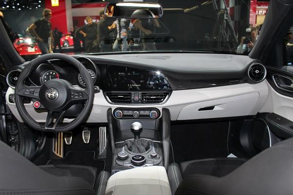 Alfa Giulia Cockpit 2