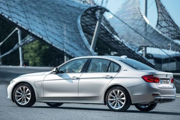 BMW-330e-02
