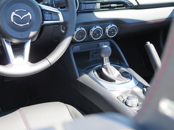Mazda MX-5 Cockpit und Schaltknauf