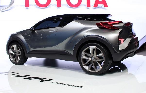 Toyota C-HR Concept 03