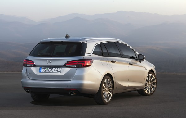 opel-astra-sports-tourer-02