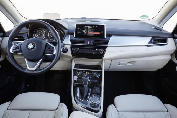 BMW 225xe_2016_03
