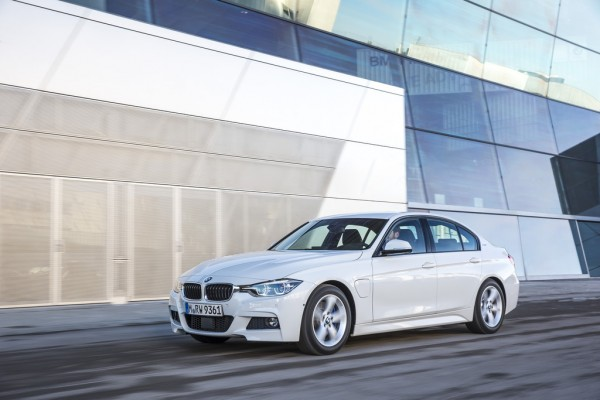 BMW 330e_2016_01