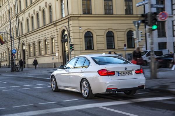 BMW 330e_2016_02