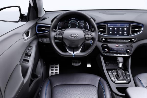 Hyundai Ioniq Hybrid_2016_03