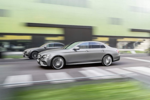 Mercedes-Benz E-Klasse, AMG Line, selenitgrau magno, Leder schwarz/sattelbraun Mercedes-Benz E-Class, AMG Line, selenit grey magno, leather black/saddle brown