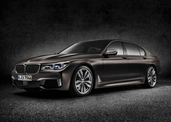 BMW-M760Li-XDrive_2016_01