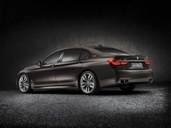 BMW-M760Li-XDrive_2016_02
