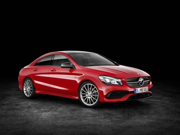 Mercedes-Benz CLA 200 d 4MATIC Coupé (C117) 2016. Jupiterrot, Interieur Leder schwarz. Kraftstoffverbrauch (l/100 km) innerorts/außerorts/kombiniert: 5,5/4,0/4,6  CO2-Emissionen kombiniert: 119 g/km ; Mercedes-Benz CLA 200 d 4MATIC Coupé (C117) 2016. Jupiter red, interior: black leather. Fuel consumption (l/100 km) urban/ex urban/combined: 5.5/4.0/4.6  combined CO2 emissions: 119 g/km;