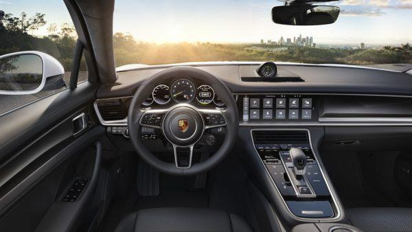 Porsche Panamera 4 E-Hybrid_2017_05