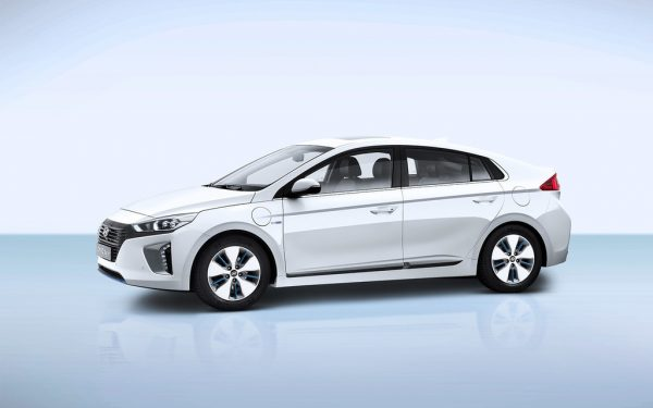 Hyundai Ioniq Plug-in-Hybrid_2017_01