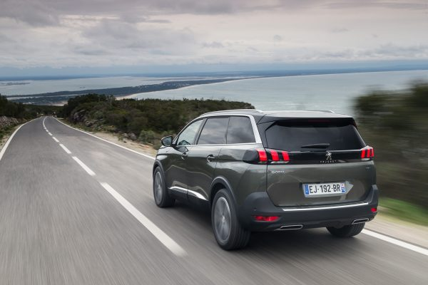 Peugeot-5008_2017_02