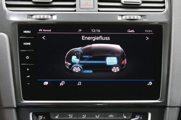 Volkswagen E-Golf_2017_02