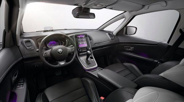 """Renault Scénic """"Initiale Paris""""_2017_02"""